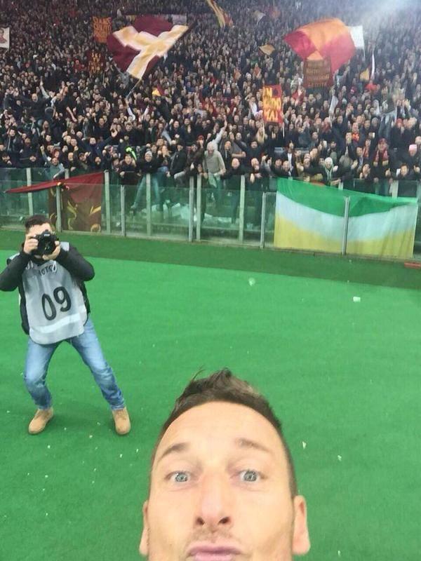 Totti dopo il suo gol durante il derby