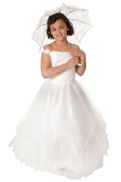 Ivoren jurk met laagjes tule over de rok. Het lijfje is afgezet met kraaltjes. Productsamenstelling: 100% polyester €54,95