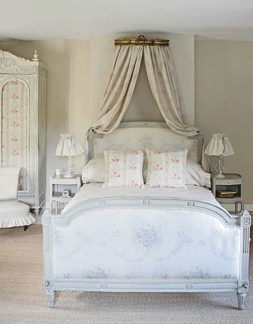 Noticing the difference in height, headboard versus footboard  The Paper Mulberry: The Romantic French Bedroom