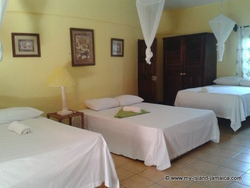 cheap_holidays_in_jamaica_idlers_rest_hotel_bedroom