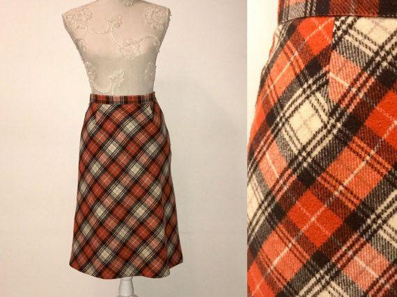 Falda de lana a cuadros del decenio de 1970. Naranja gris con falda a cuadros blanca. Falda de Godet estilo vintage Secretaria falda, falda de tela escocesa de tartán,