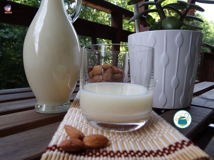 Crema di liquore alla mandorla - ricetta tipica fatta in casa -