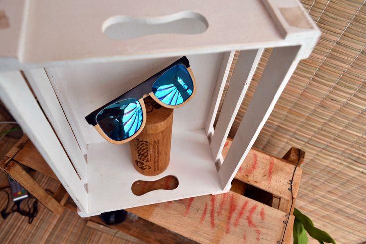 Australis, el original de Bonoboss en bambú con cristales azules espejados y UV400.
