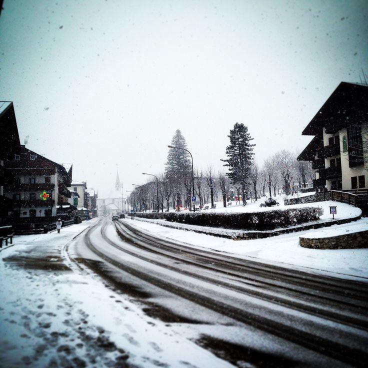 It's #snowing in #sanvitodicadore :-) #neve #consorziocadore #dolomiti #dolomites #winter #snow