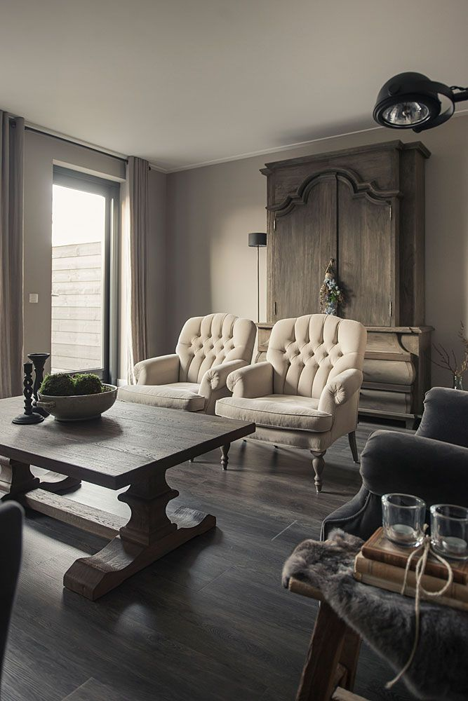 donker landelijk interieur woonhuis fauteuils magical interior pinterest chesterfield interiors and living rooms