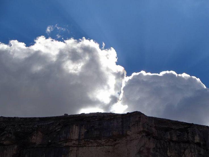 In alta montagna viviamo le nuvole come persone che ci accompagnano dall'alto nel nostro cammino verso qualcosa che forse solo loro conoscono...  di Francesco Mancini