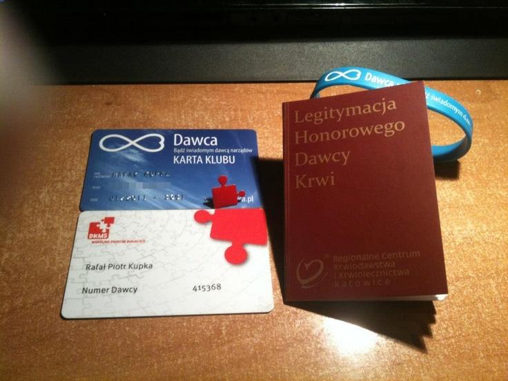 Od tak dawna dawcą, a jeszcze ostatnia, po wielu próbach, wreszcie dołączyła też książeczka dawcy krwi.  Fot. Rafał Kupka