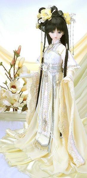 Ancient Chinese Light Yellow Princess Costumes