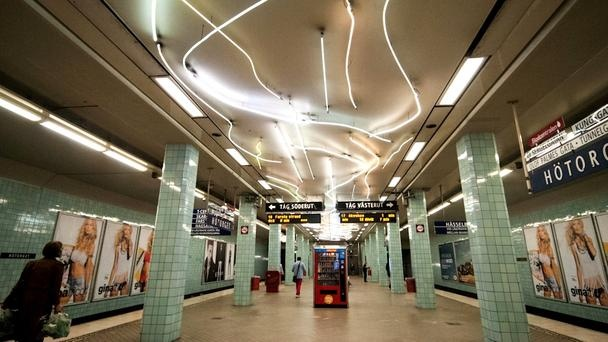 """The 1950s teal-coloured tile work and vintage signposts at Hötorget Station along the Gröna linjen (Green line) gave the station the moniker """"bathroom station"""". In addition to restoring the station's architecture, artist Gun Gordillo added 103 strips of winding neon lights along the ceilings in 1998 to add more drama. (Lola Akinmade Åkerström)"""