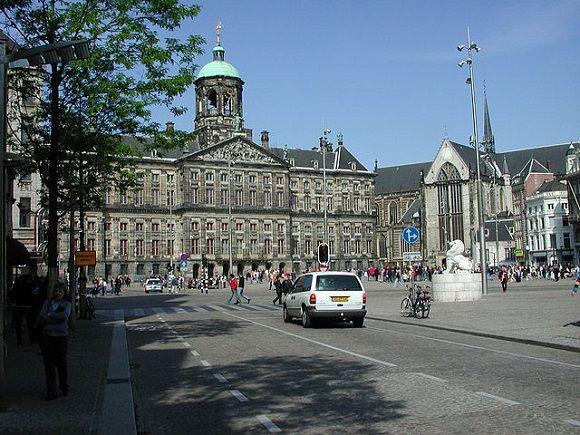 Date una vuelta por la Plaza Dam de #Ámsterdam, vuelta completa. http://www.guias.travel/blog/date-una-vuelta-por-la-plaza-dam-de-amsterdam-vuelta-completa/ #turismo #viajar #Holanda