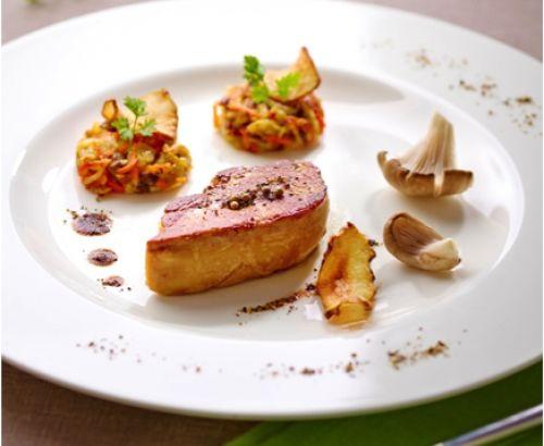 Escalope de foie gras et galettes de topinambour. La #recette complète et les #suggestions de nos #chefs sur www.feyel.com