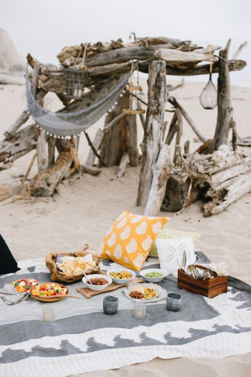 ☆  http://blog.potterybarn.com/beach-bonfire/