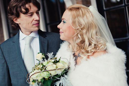 Prachtige bruid en bruidegom Fotocredit: FOTOZEE (http://fotozee.nl/) - Pinterested @ http://datregelikwel.nl #ceremoniemeester