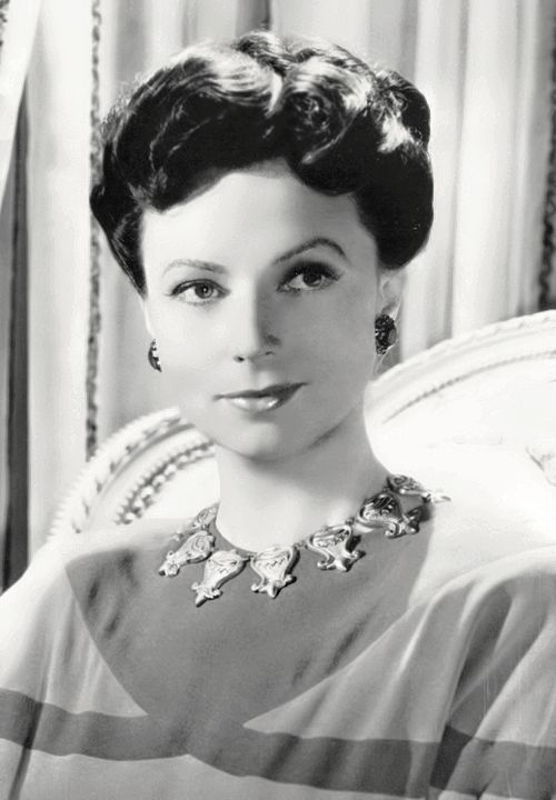 Young Agnes Moorehead... Remember her on bewitched ...