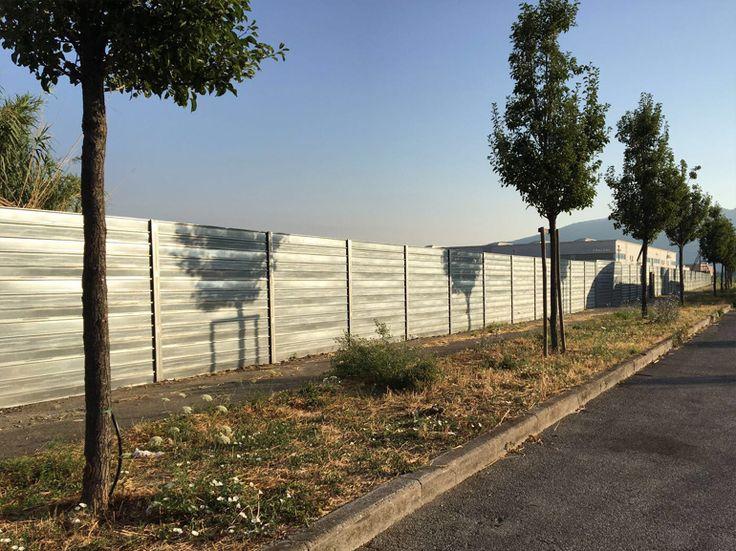 Recinzioni da cantiere in ferro realizzate da Officine Locati. http://www.officinelocati.com/recinzioni/cantiere/