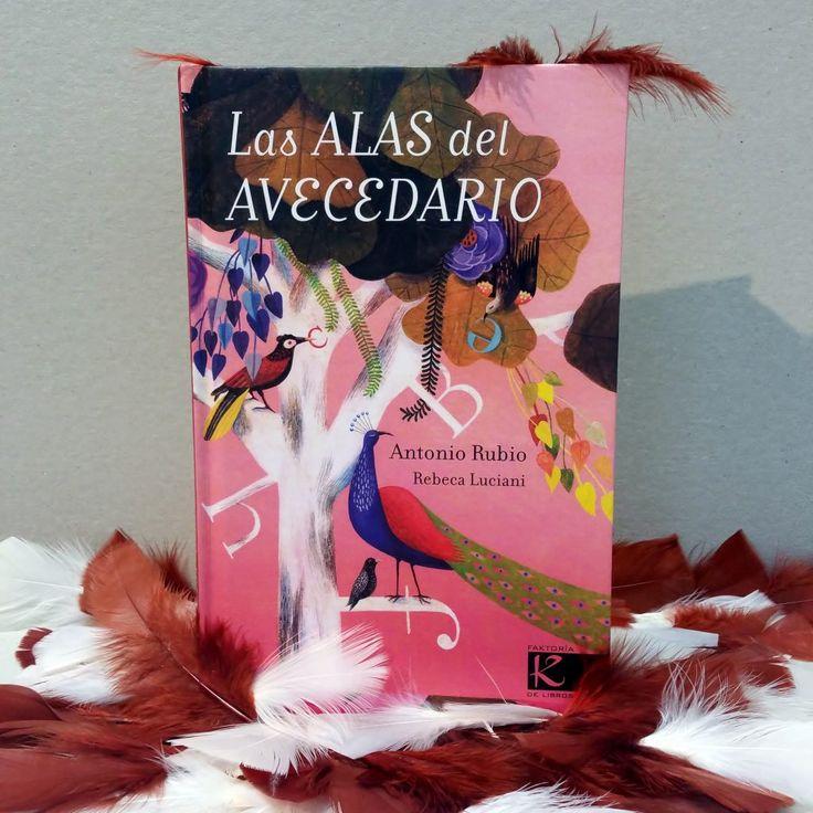 """""""Las alas del AVEcedario"""": Antonio Rubio & Rebeca Luciani  Todo lo que se dice de las aves es cierto; son así de variopintas y originales. Las protagonistas de este poemario conforman un abecedario muy personal. también se puede leer en voz baja, para escuchar el batir de sus alas.  Usa diversas fórmulas poéticas porque cada pájaro tiene su propio plumaje lírico -y científico-. Casi todos visten colores, plumas y tamaños diferentes. DE 9 A 11 AÑOS. Signatura: V-P RUB ala"""