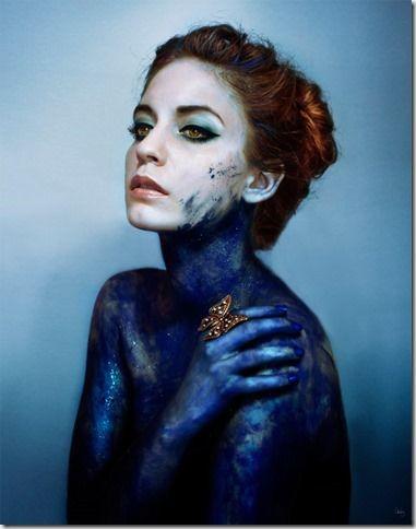 Lidia Vives es una fotógrafa catalana (nacida el 29 de enero de 1991 en Lleida) que realiza fotografía de moda, de bandas musicales y fotografía artística.