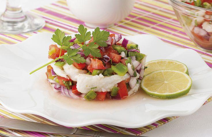 Clásico ceviche para una temporada de calor. Hecho con pescado y los típicos ingredientes para darle sabor; cebolla, jitomate, chile, jitomate, etc.