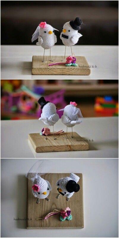Lovebirds. Haakpatroon. Kooppatroon. Crochetpattern. Trouwcadeau. Trouwdag.   http://haaknaaldenik.blogspot.nl/2015/04/haakpatroon-lovebirds.html?m=1