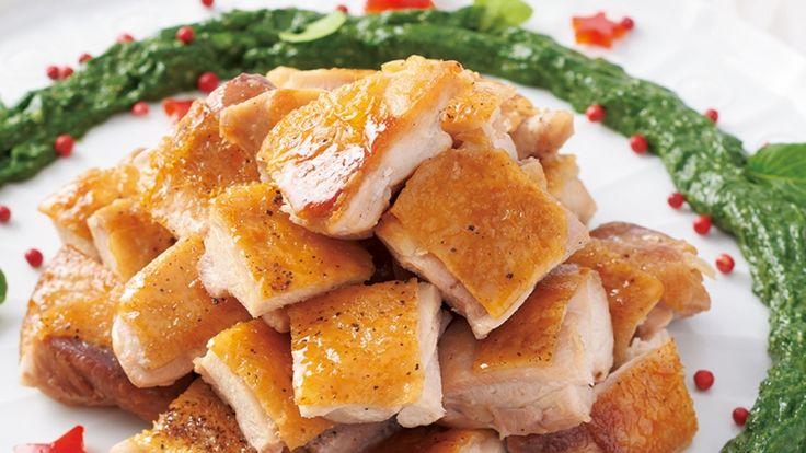 平野 レミ さんの鶏もも肉を使った「クリスマスリースチキン」。パリパリに焼いた鶏肉に、アンチョビ風味のほうれんそうソースと一緒にいただきます。 NHK「きょうの料理」で放送された料理レシピや献立が満載。