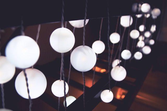 De las luces incandescentes, el 95% se convierte en calor, mientras que el 5% restante se utiliza para dar luz. ¿No te parece que es un derroche de energía?