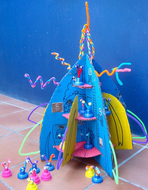 Rocket Ship with Aliens - awesome craft and playtime - all out of recycled stuff around house!: Rocket Ship with Aliens - awesome craft and playtime - all out of recycled stuff around house!