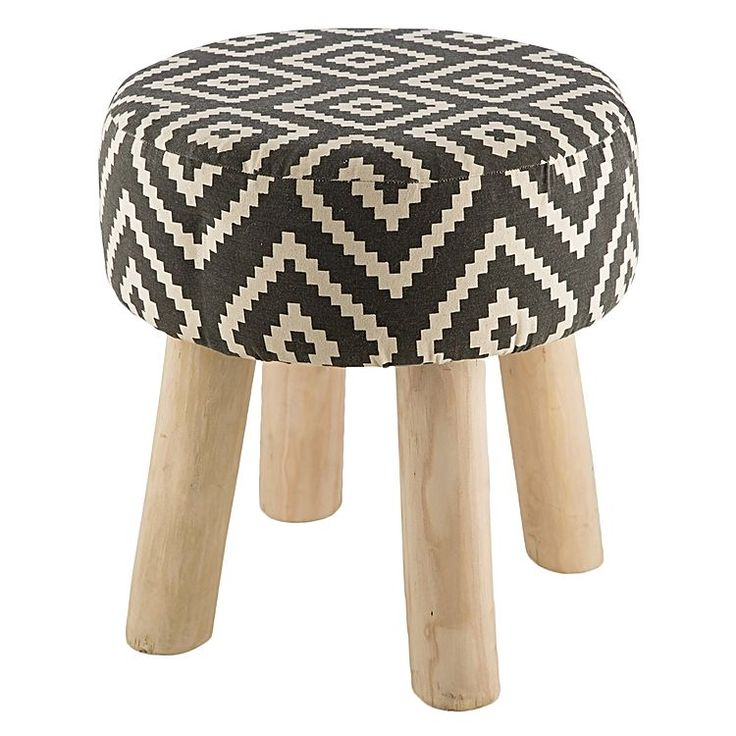 Redefine your tribal-inspired aesthetic with the pattered seat top of the Tyne Cotton Printed Stool from Casa Uno.