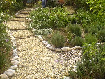 17 best images about garden path ideas on pinterest for Path and border edging