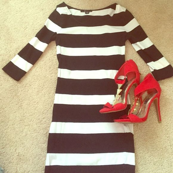 B&W Stripped Bodycon Dress B&W Bodycon Dress with 3/4 Sleeve Dresses Mini
