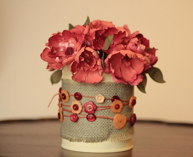 Button tin can: Burlap, Ideas, Upcycling Spring, Buttons Bouquets, Buttons Tins, Spring Floral, Floral Bouquets, Earth Day, Crafts