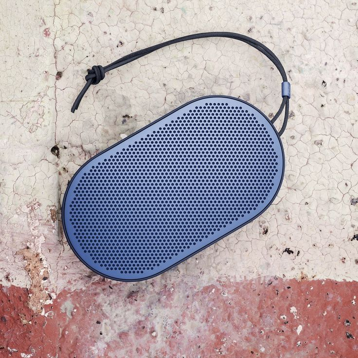 Beoplay P2 in Royal Blue