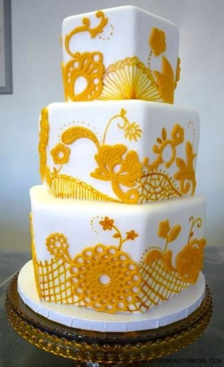 Beautiful Details on this cake - piping and painting both (and maybe some appliques too?