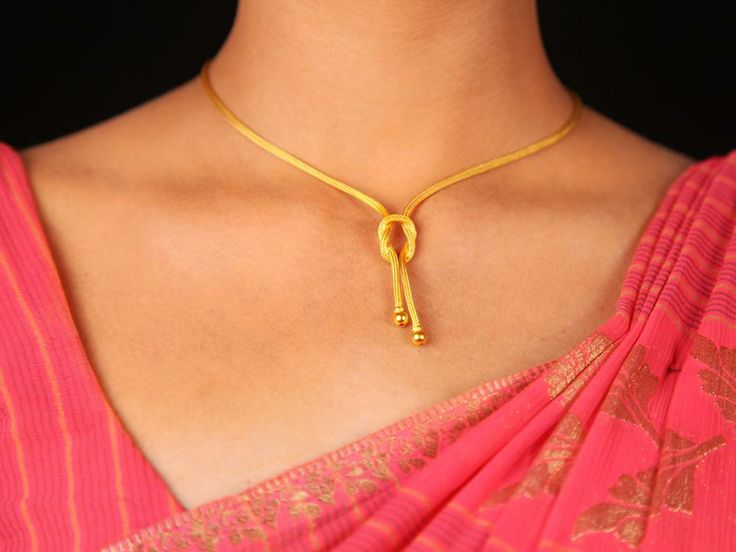 Fabulous Necklace A fabulous necklace with a creative artwork #Gold #Chain #Indian #Ethnic #SreeAnnaiJewels #Jewelry