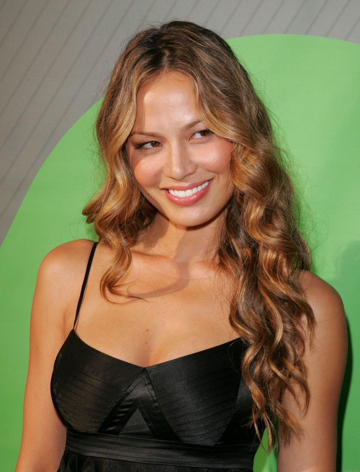 Moon_Bloodgood_25.jpg (2072×2714). If you need a reason to watch television, this is one good reason!