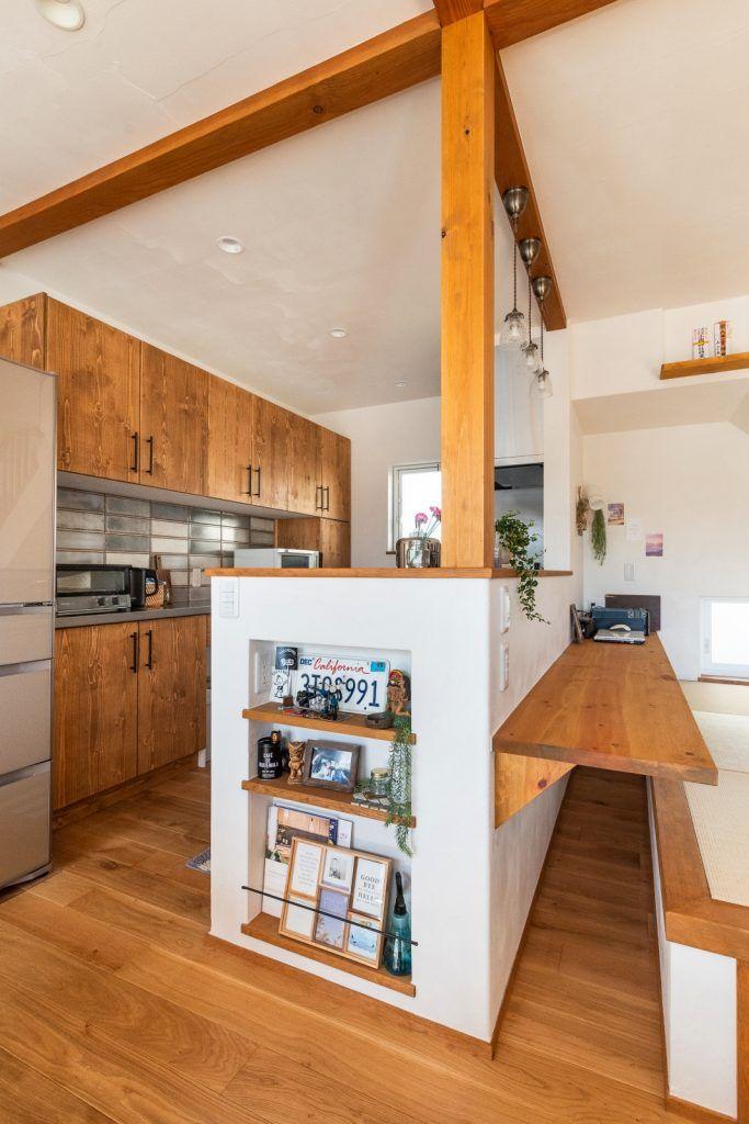 畳スペースに癒される 暮らしやすい自然素材の家 リビング キッチン