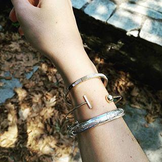 My vintage & new tohether, perfect match 🍁📿  #vintage #new #bracelet #jewlery #instajewelry #silver #gold #pinkgold #armswag #hand #elegant #fashionista #trend #bloggerstyle #bloggerlife #instablog #instamoment #holiday #village #walking #photooftheday #photography #summer #moodoftheday #travelgirl #girlboss #blogger #zkstyle
