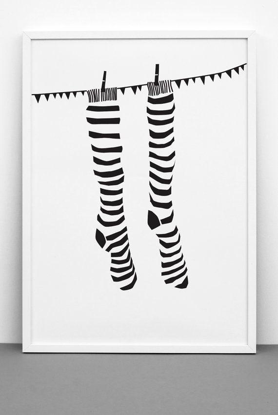 Schwarz-weiß gestreiften Socken Drucken Kunst von Onemustdash