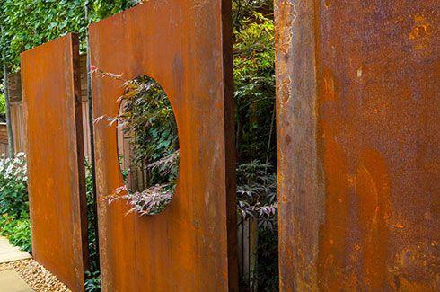 Nice fence idea; like cutting the hole to frame a view.