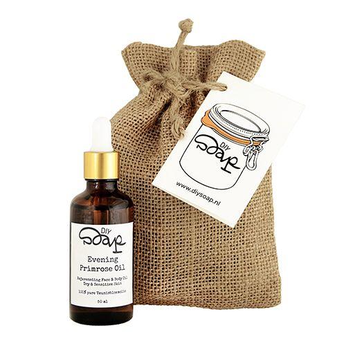 """Evening Primrose Oil - Flesje met pipet  Face en Body- Dry skin.De Teunisbloem wordt al honderden jaren gebruikt doorIndianen in Amerika.Ze lieten de plant weken maakten er een papje van tegen kneuzingen en andere huidproblemen en maakten van de wortels een hoestdrankje. In de 17e eeuw kwam de plant naar Europa waardebloem in die tijd bekend stond als """"King's Cure All"""". Teunisbloemolie wordt geperst uit de zaden van de Teunisbloem. Het is een olie die snel door de huidwordt opgenomen. De…"""