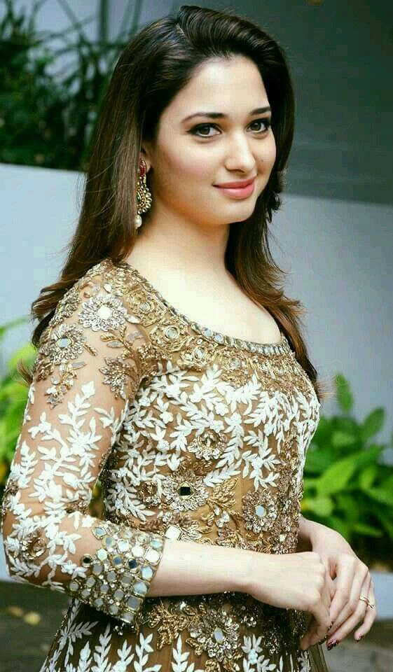 25 Beautiful Bollywood Actress Under 35 Age in 2020 4