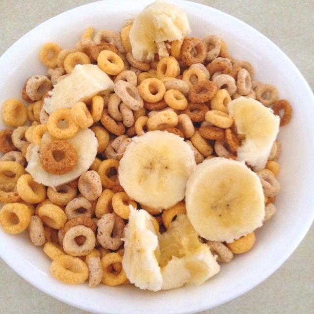 Multigrain cherrios and bananas