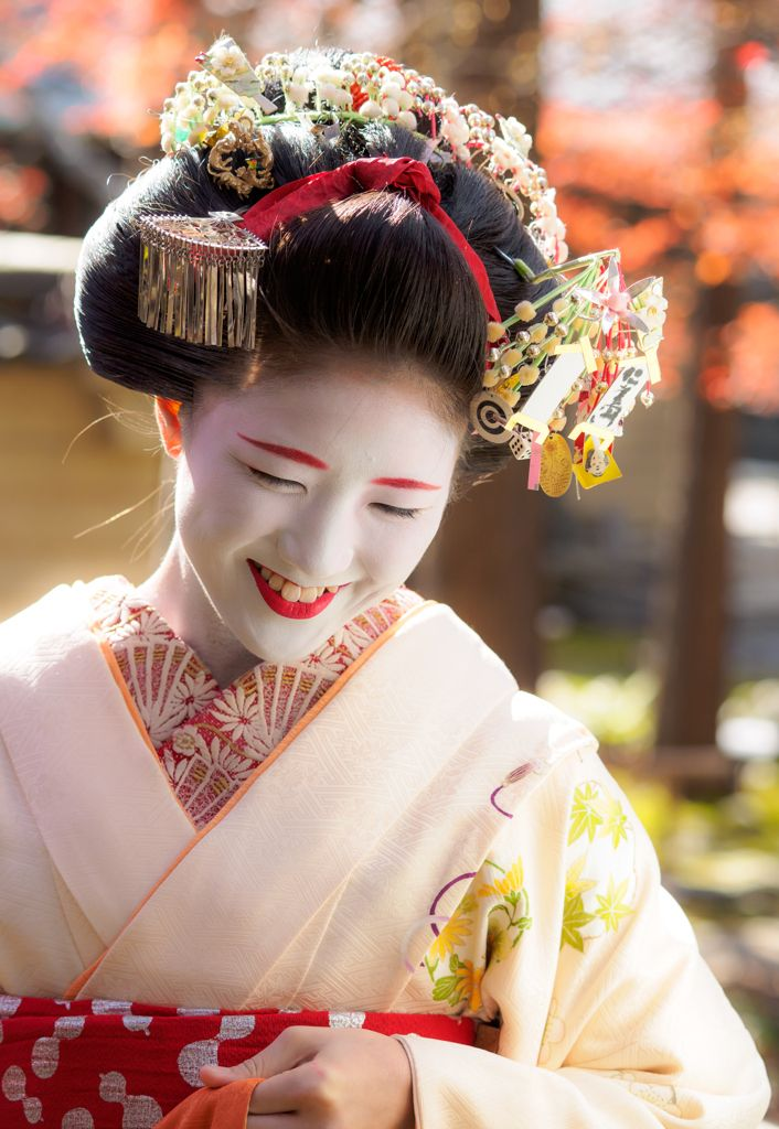 舞妓 maiko 勝奈 katsuna 上七軒 KYOTO JAPAN She is a senior maiko ...