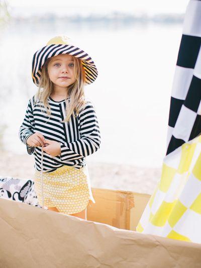 burda style - Schnittmuster für Kinder -  Regenhut, Streifenshirt und Tupfenshorts mit abgerundeten Seitenschlitzen. Foto: Daniela Reske