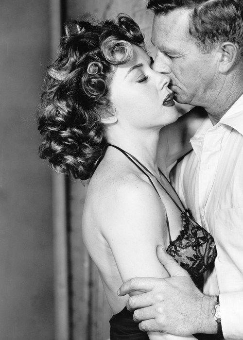 Gloria Grahame and Sterling Hayden in 'Naked Alibi' (1954)