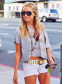 Ashley Tisdale.... looks........ pretty. love the outfit... on ashley..........tisdale