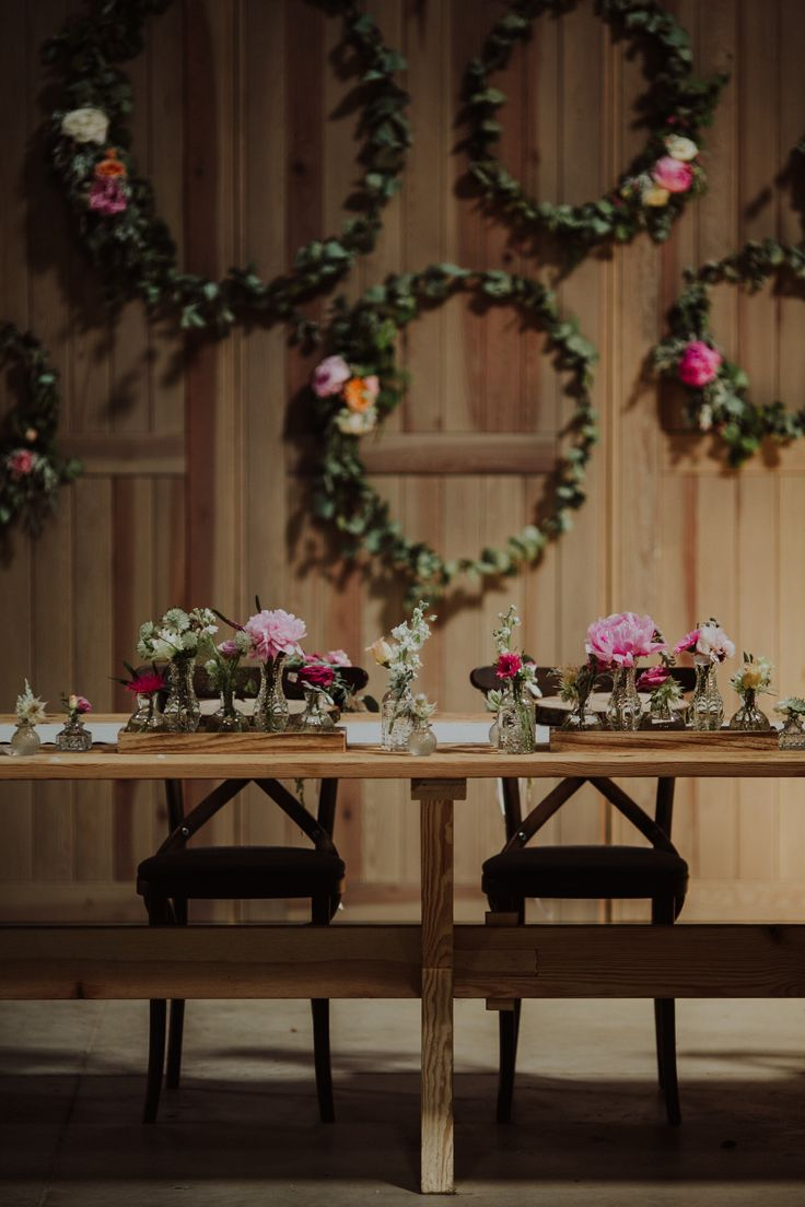 rustic wedding / flowers on the wheel / green / table at the wedding / fot. Ola Gruszka Fotografia