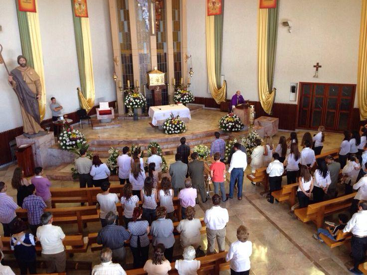ceremonia de cuerpo presente de José Alfonso Dueñas Vázquez en el templo santo santiago apostol en la estancia