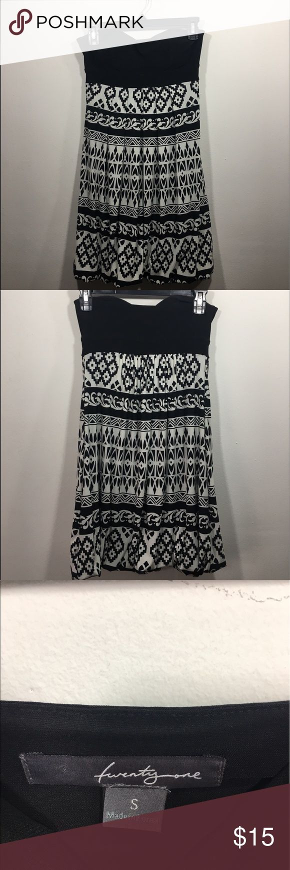 Strapless Black & White Aztec Short Dress Twenty One black and white geometric/Aztec pattern dress. Strapless soft sweetheart neckline. Good for summer formal or going out. Stretchy fabric. Built in cup lining. Twenty One Dresses Strapless