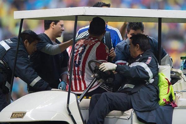 SALCEDO DESCARTADO ANTE MONTERREY Carlos Salcedo, de Chivas quedará fuera de la convocatoria de su equipo ante Monterrey de la J11, luego de no haber tenido tiempo de recuperarse de su golpe en la cabeza ante América.