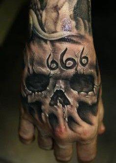 3d tatouage homme-main tête de mort 666